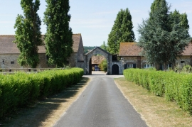 STUD FARM - 26 HA  - LESS THAN 1 HOUR FROM PARIS